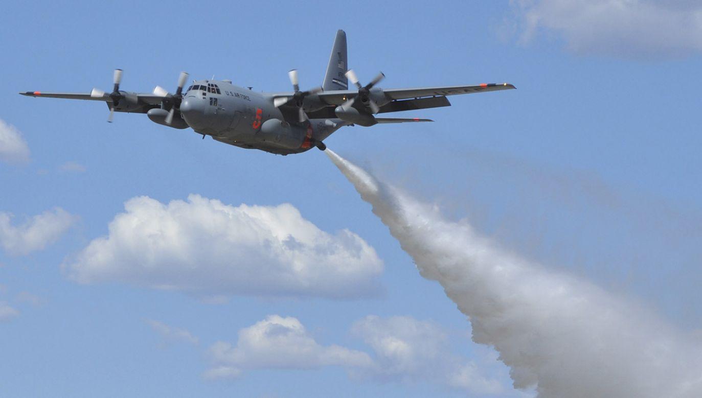 Samolot gaśniczy rozbił się o ziemię, w wyniku czego zginęły trzy osoby (fot. REUTERS/U.S. Air Force/Tech. Sgt. Daniel Butterfield/Handout)
