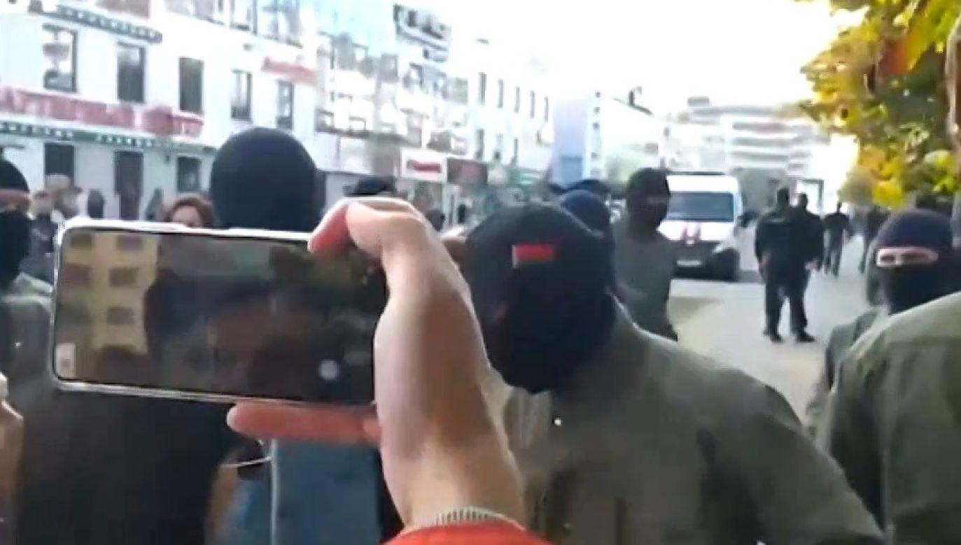Praktyka ujawniania danych funkcjonariuszy OMON jest groźna dla reżimu Łukaszenki (fot. TVP Info)