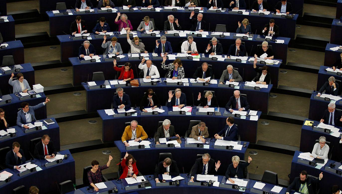 Ostatni sondaż przed wyborami do PE (fot. REUTERS/Vincent Kessler)
