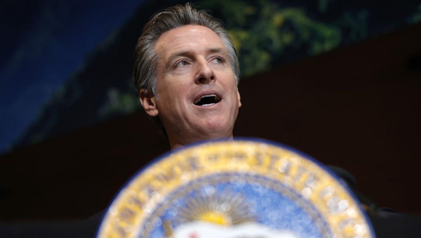 Gubernator Kalifornii Gavin Newsom chce, by projekt przetestowano (fot. Justin Sullivan/Getty Images)