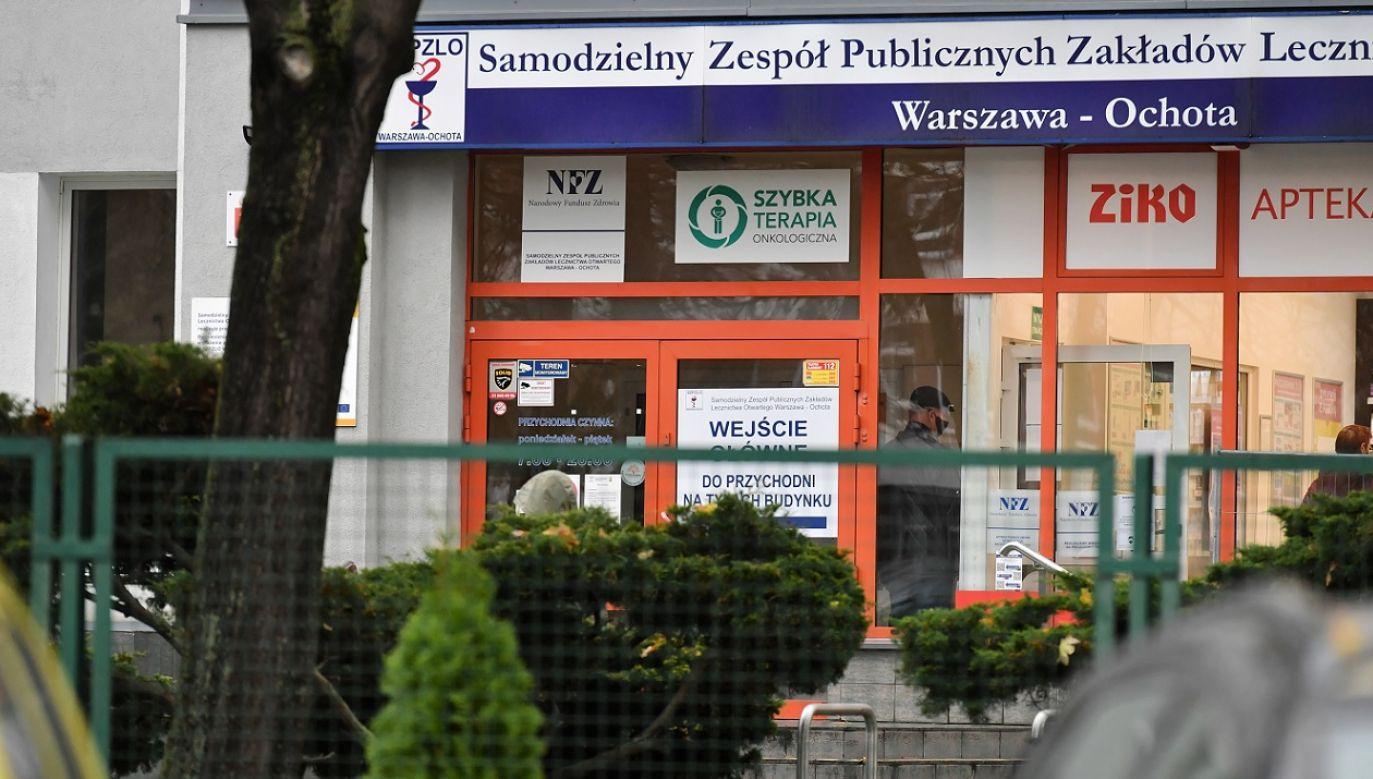 Projekt zakłada m.in. wyłączenie lekarzy z odpowiedzialności karnej w czasie epidemii i podwyższenie ich wynagrodzeń (fot. PAP/Piotr Nowak)