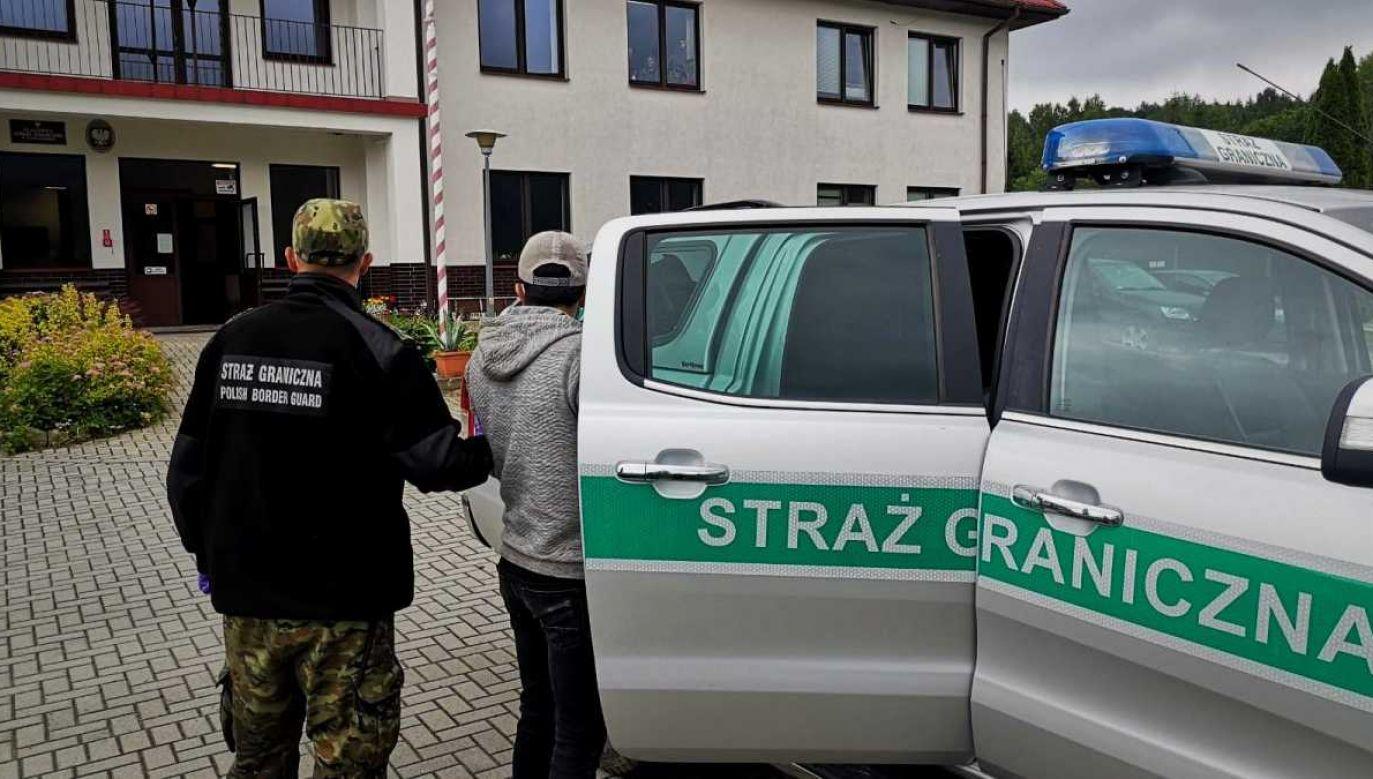 Obywatele Turcji przekroczyli granicę pieszo (fot. SG)