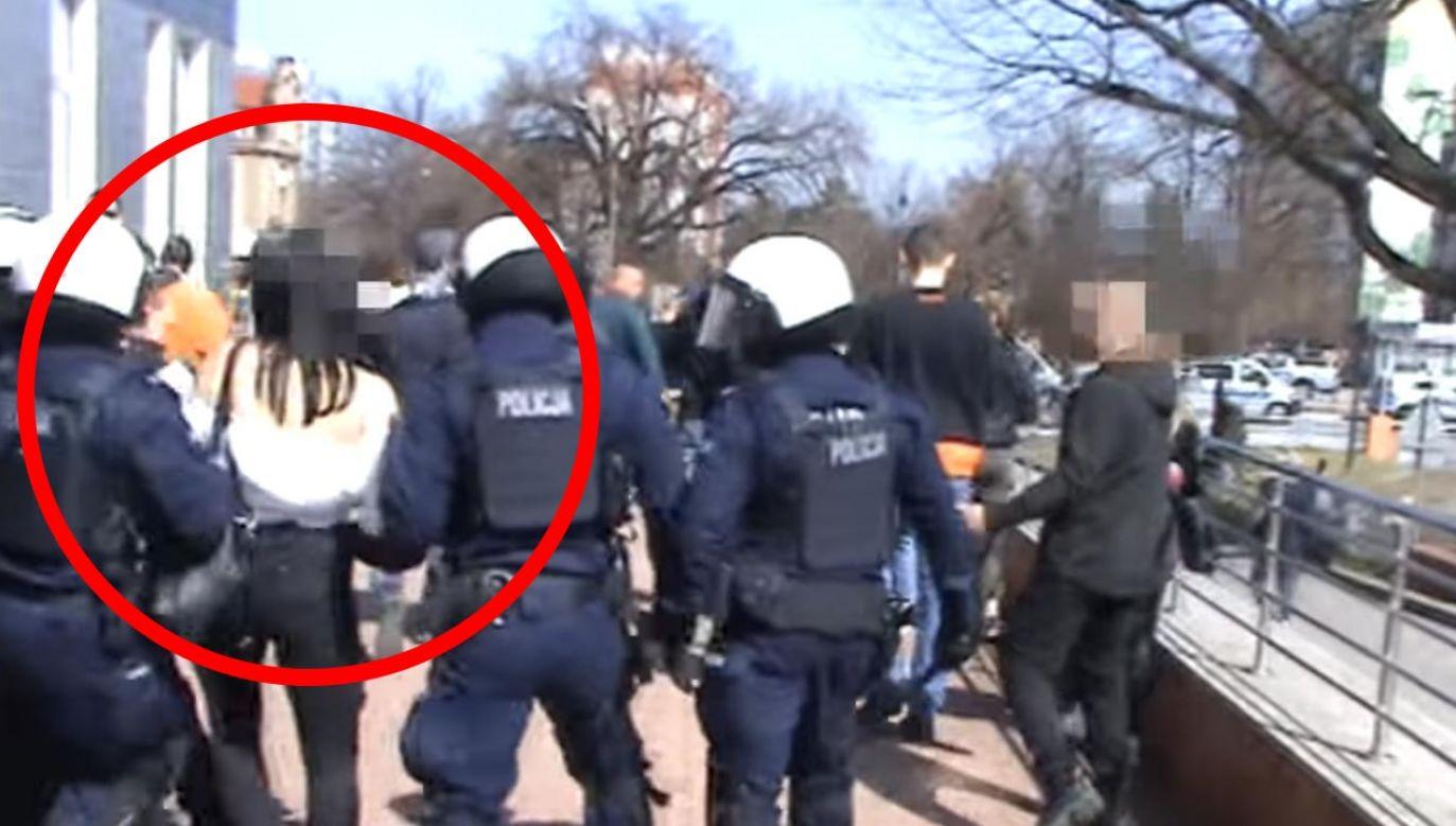 Kobieta była agresywna, została zatrzymana (fot. Facebook/Komenda Wojewódzka Policji we Wrocławiu)