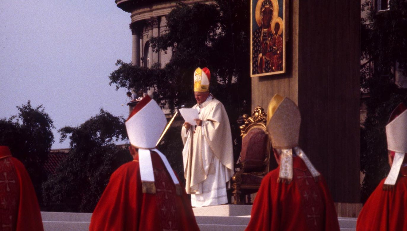 Franciszek przypomniał słowa Jana Pawła II z jego pierwszej pielgrzymki do Polski (fot. Vincent FOURNIER/Gamma-Rapho via Getty Images)