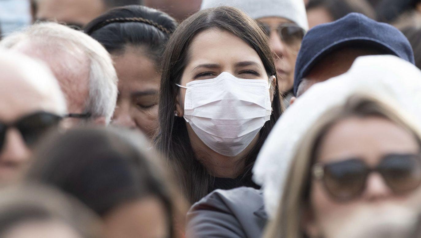 Do tej pory korona wirus zabił ponad 2,7 tys. osób, w większości w Chinach, i rozprzestrzenił się w ponad 30 krajach (fot. PAP/EPA/MAURIZIO BRAMBATTI)