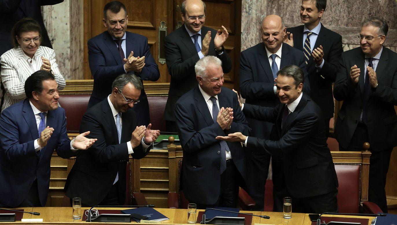 Po trzydniowej debacie parlament zatwierdził program rządu (fot. PAP/EPA/SIMELA PANTZARTZI)