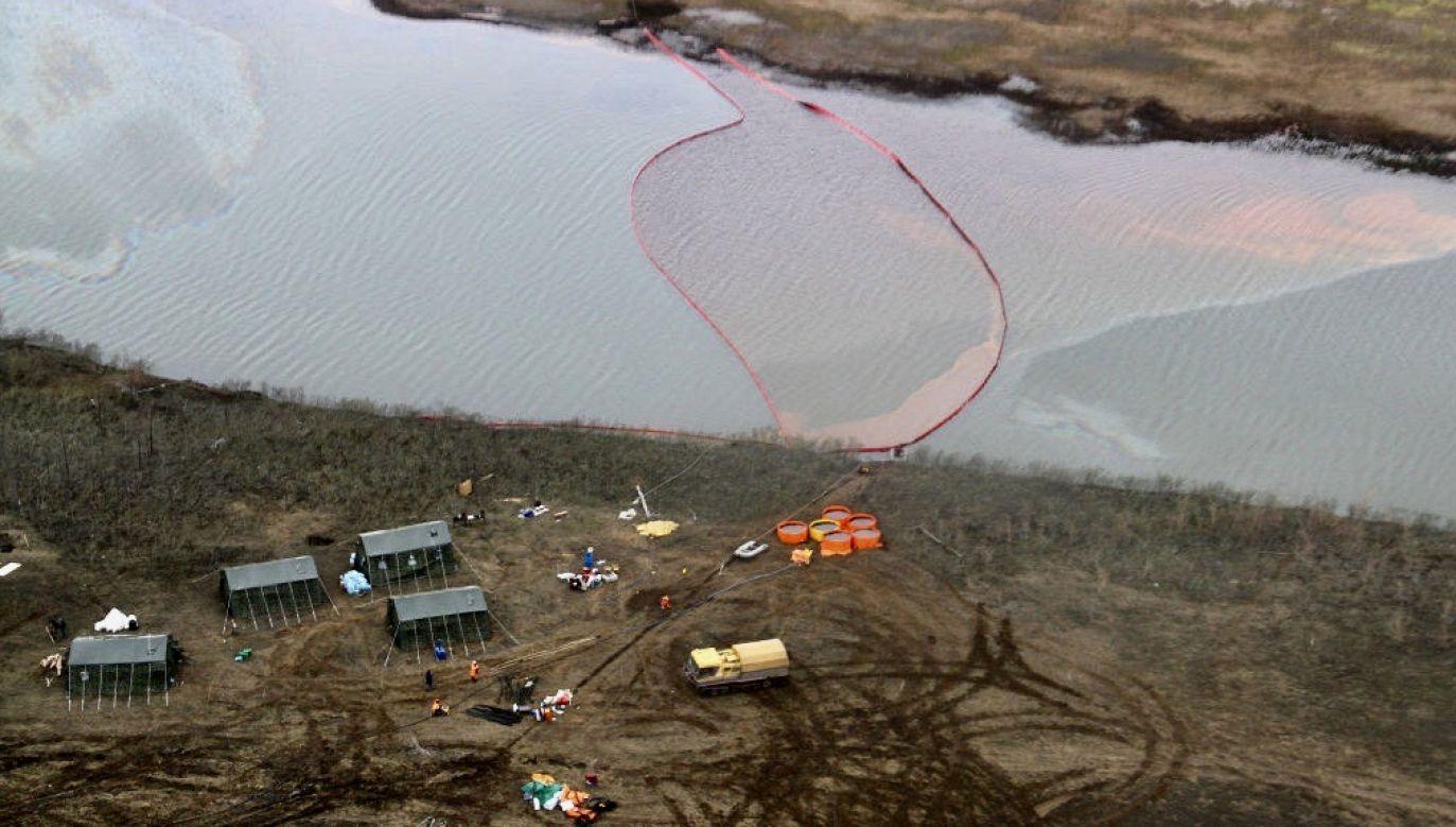 Do pobliskich wód mogło się przedostać nawet 20 tys. ton paliwa (fot. Denis Kozhevnikov\TASS via Getty Images)