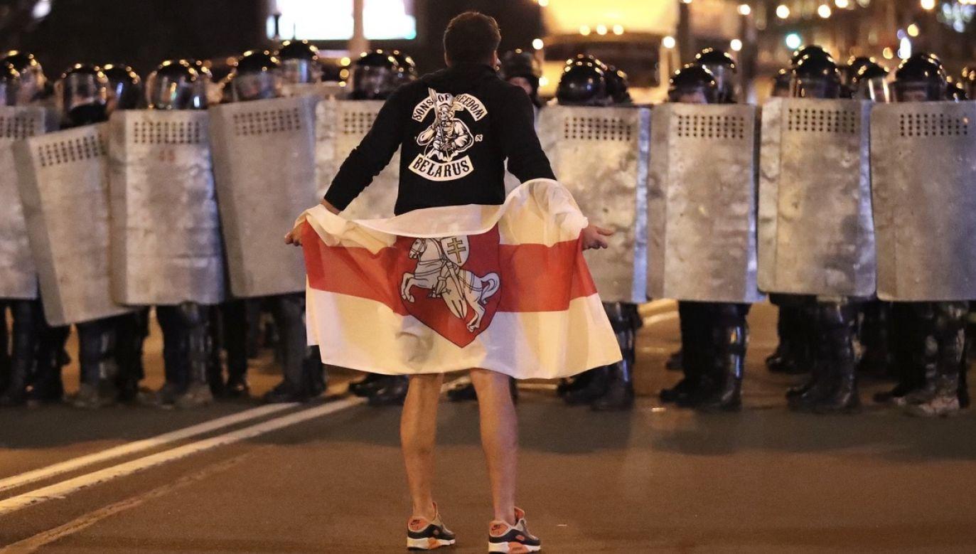 W całym kraju doszło do starć protestujących z milicją (fot. PAP/EPA/TATYANA ZENKOVICH)