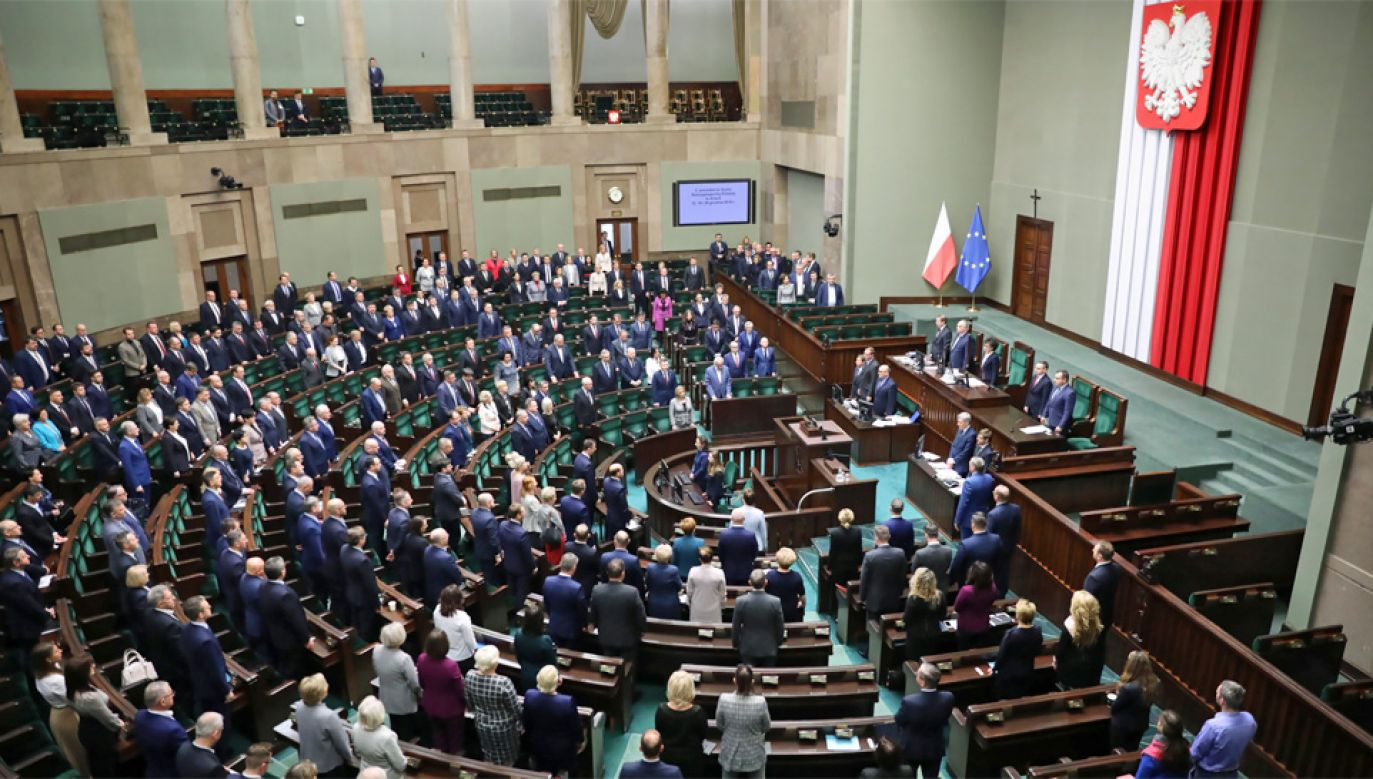 Prawo i Sprawiedliwość utrzymało bezpieczną przewagę nad konkurencją (fot. PAP/Leszek Szymański)