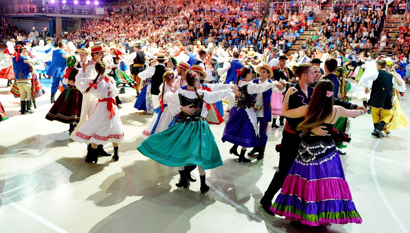 Uczestnicy XVII Światowego Festiwalu Polonijnych Zespołów Folklorystycznych podczas koncertu galowego  (fot. arch.PAP/Darek Delmanowicz)