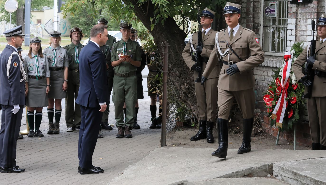 President pays respects to soldiers killed by Soviets
