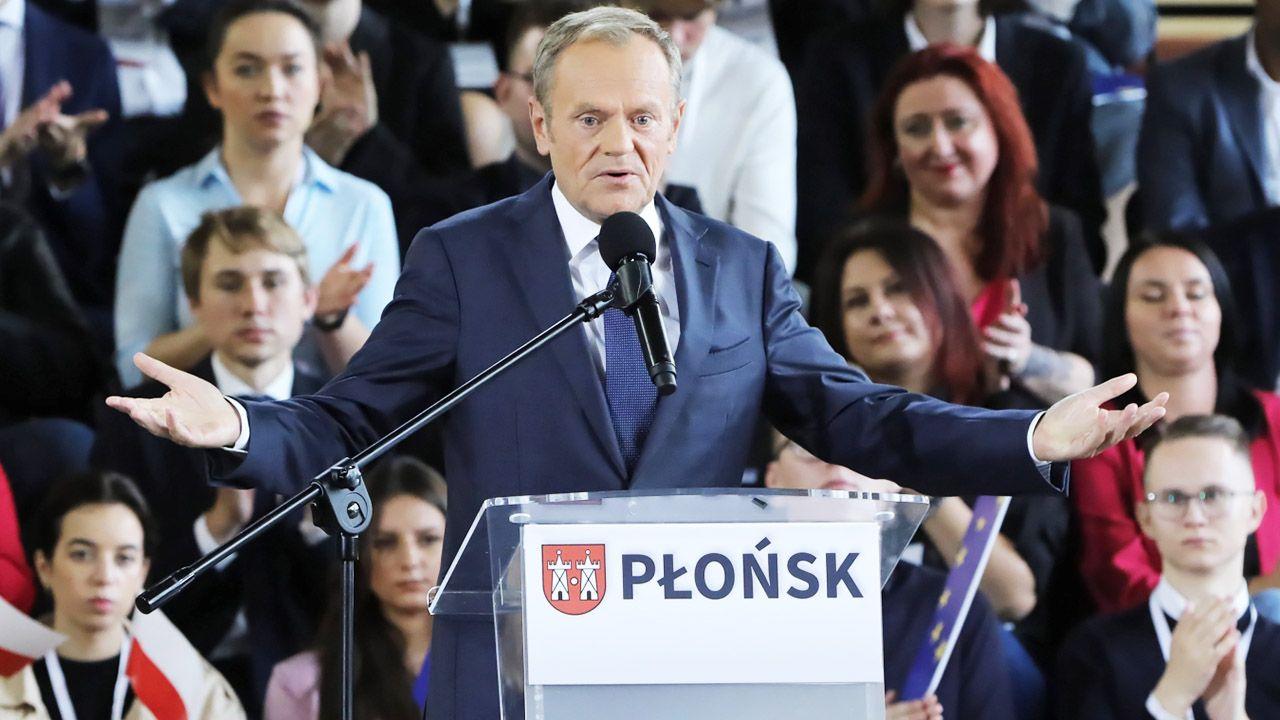 Spada poparcie dla Tuska (fot.  PAP/Wojciech Olkuśnik)
