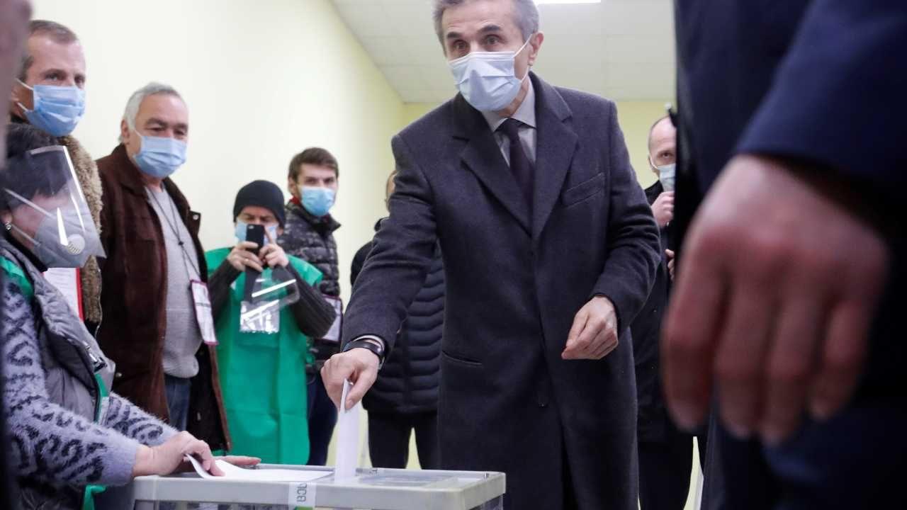 Gruzińskie Marzenie to partia miliardera Bidziny Iwaniszwilego (fot. PAP/EPA/ZURAB KURTSIKIDZE)