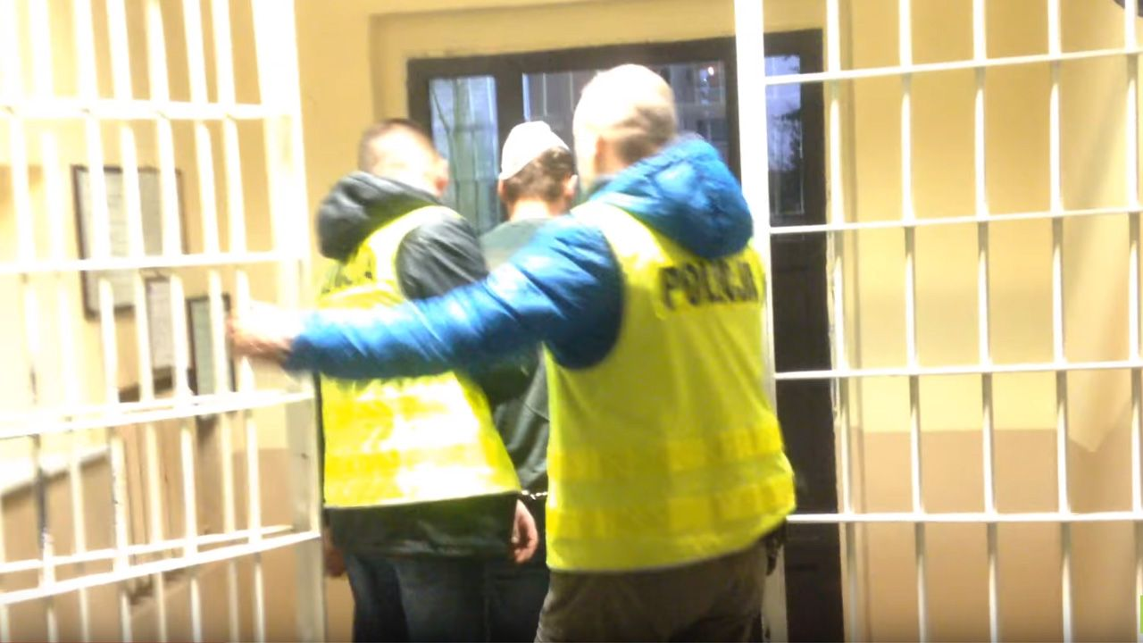 Z relacji świadków wynikało, że oskarżony od dłuższego czasu zażywał dopalacze i był po nich agresywny (fot. KWP Olsztyn)