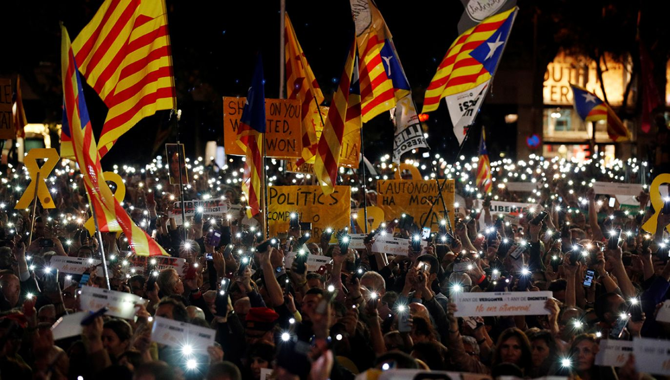 Zwolennicy niepodległości hiszpańskiej Katalonii twierdzą, że aresztowania są próbą kryminalizacji pokojowego ruchu niepodległościowego (fot. REUTERS/Albert Gea)