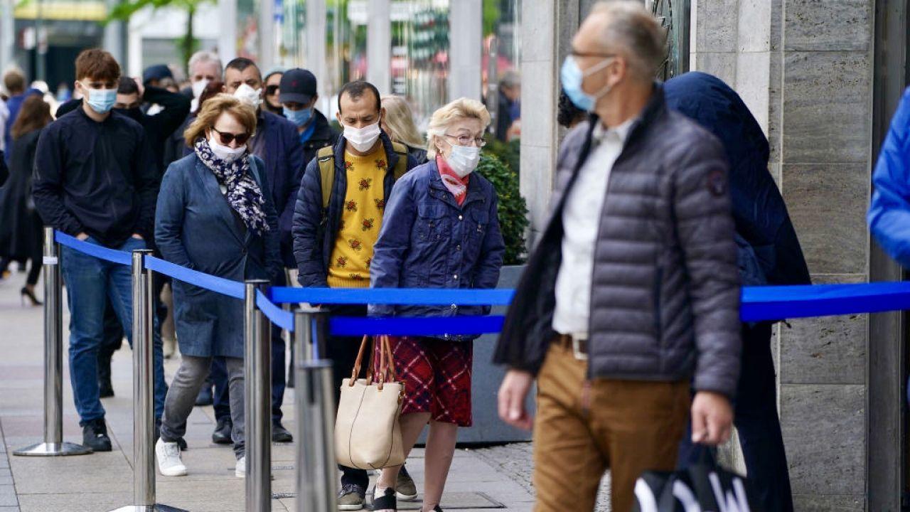 Nowe warianty koronawirusa mogą pojawić się w Niemczech (fot. Sean Gallup/Getty Images)