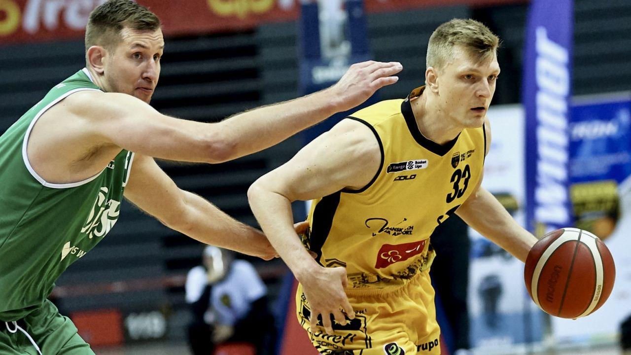 Michał Gabiński (z lewej) będzie mógł w niedzielne popołudnie liczyćna wsparcie kibiców (fot. PAP/Adam Warżawa)