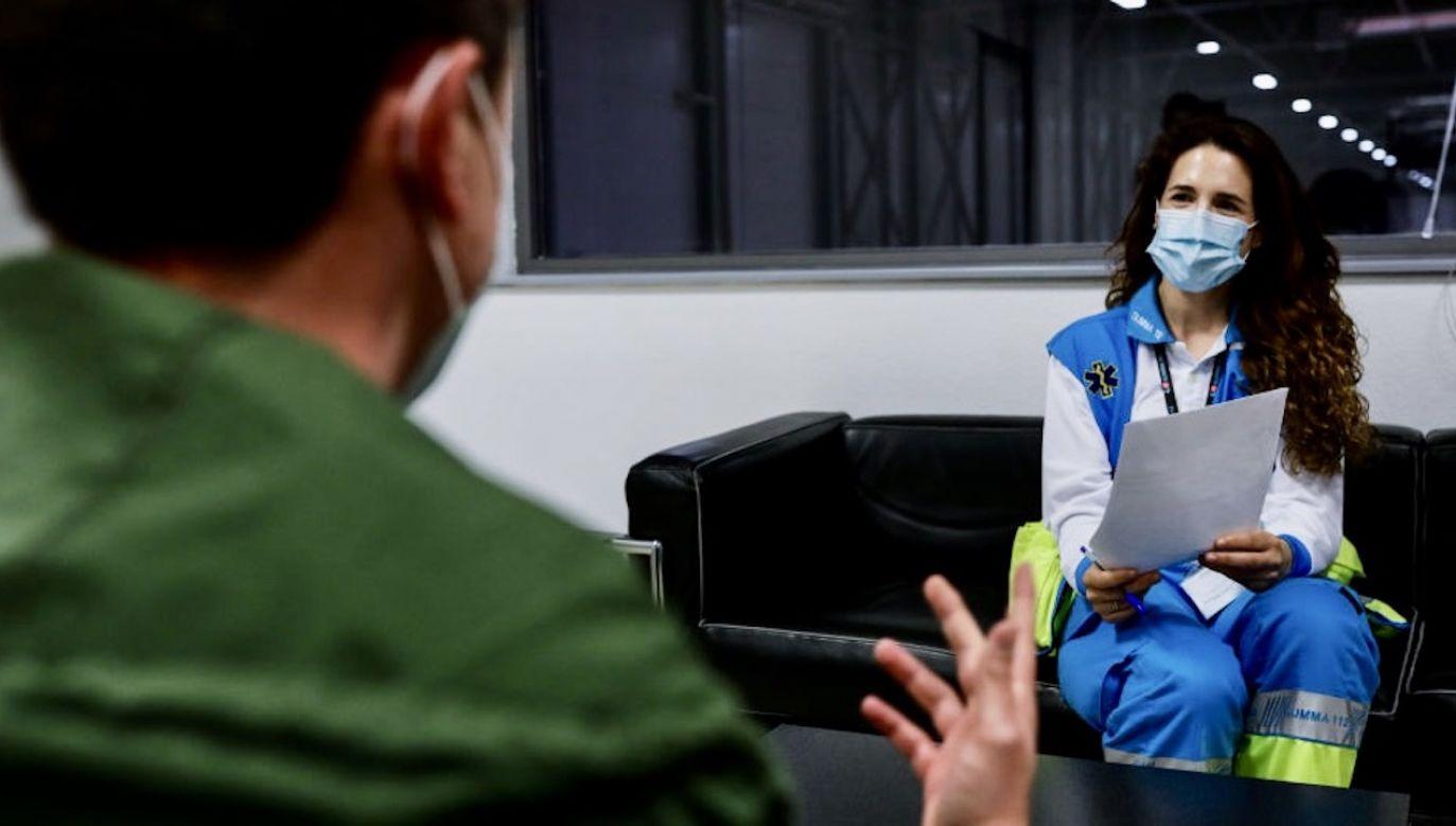 Siła zaburzeń jest proporcjonalna do tego, jak ciężko pacjenci przeszli chorobę (fot. Jesús Hellín/ Europa Press via Getty Images)