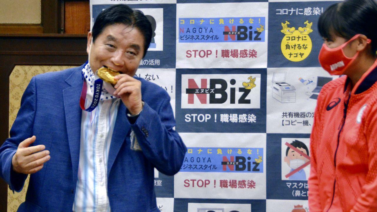 Burmistrz Takashi Kawamura spotkał się z krytyką swego zachowania (fot. KYODO/Reuters/Forum)