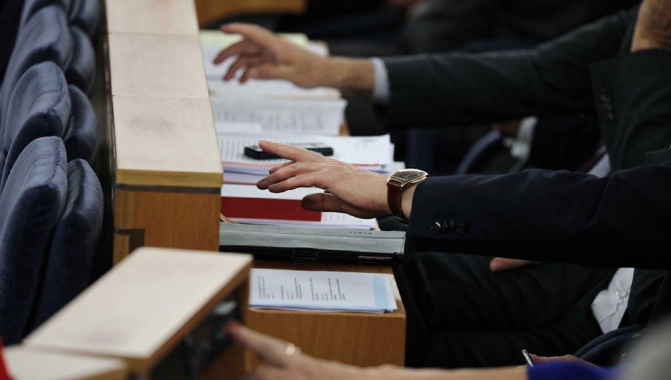 Na koniec posiedzenia zaplanowano głosowania nad rozpatrzonymi punktami (fot. PAP/Tomasz Gzell)