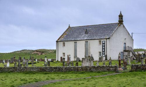 Muzeum w byłym kościele parafialnym w szkockim Clachan, Bettyhill. Fot. ARTERRA/UIG via Getty Images