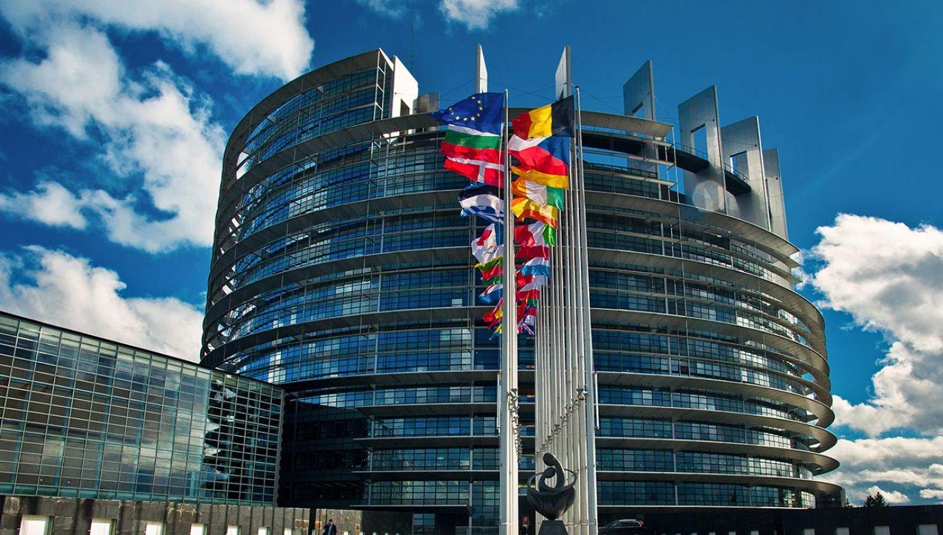 Premier Mateusz Morawiecki w niemieckim dzienniku przestrzega przed powiązaniem funduszy UE z praworządnością (fot. Shutterstock/Botond Horvath)