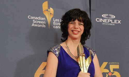 """Jedną ze znanych osób z zespołem Williamsa jest Gabrielle Marion-Rivard jest kanadyjska aktorka i piosenkarka, która zdobyła nagrodę Canadian Screen Award dla najlepszej aktorki w 2014 roku za rolę w filmie """"Gabrielle"""". Na zdjęciu Marion-Rivard z nagrodą dla najlepszej odtwórczyni roli głównej w sali prasowej w Sony Center for the Performing Arts w Toronto, 9 marca 2014 r. Fot. George Pimentel / WireImage"""