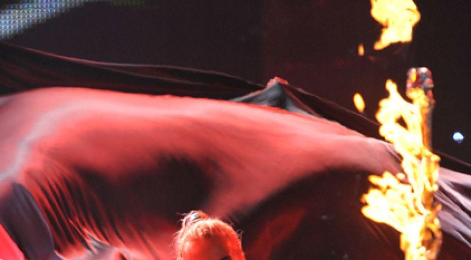 Na scenie było dużo ognia... (fot. Ireneusz Sobieszczuk/TVP)