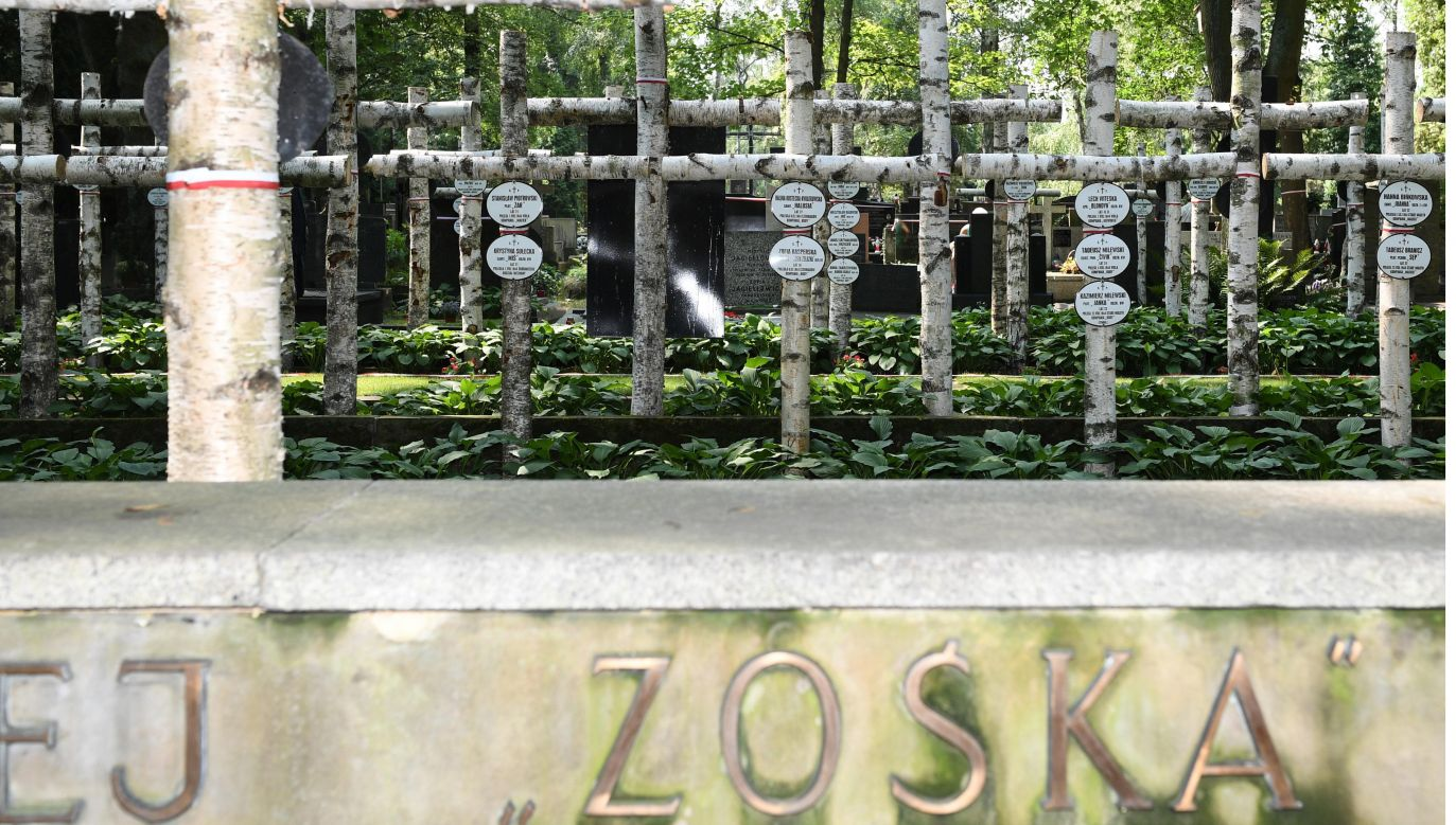 """Kwatera Batalionu """"Zośka"""" na Powązkach (fot.arch.PAP/Radek Pietruszka)"""