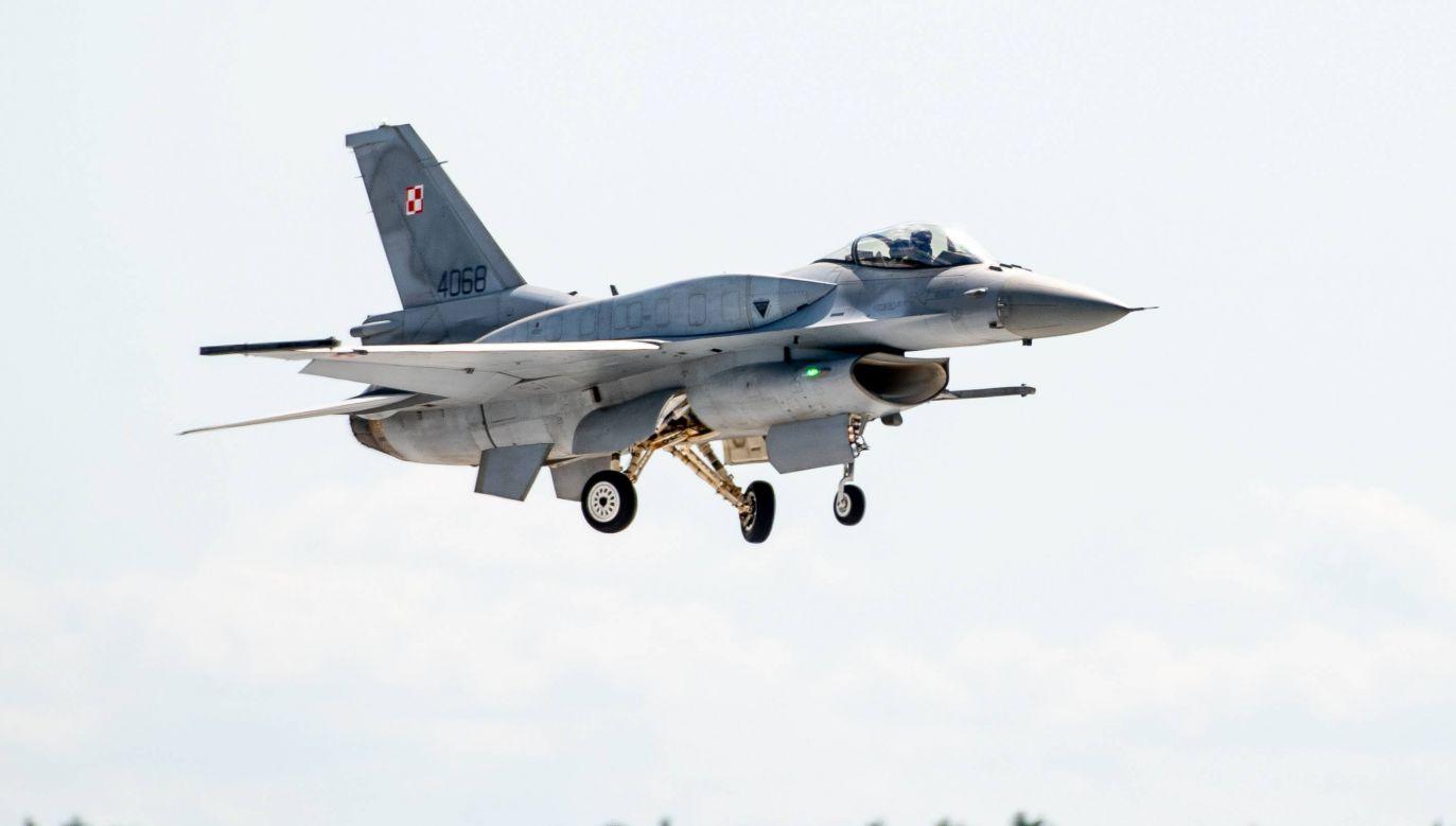 Kolejne samoloty F-16 wróciły do zmodernizowanej 32. Bazy Lotnictwa Taktycznego w Łasku (fot. PAP/Grzegorz Michałowski)