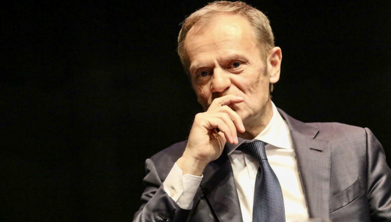 Tusk nie komentował nielegalnej zbiórki podpisów na Rafała Trzaskowskiego (fot. Michal Fludra/NurPhoto via Getty Images)