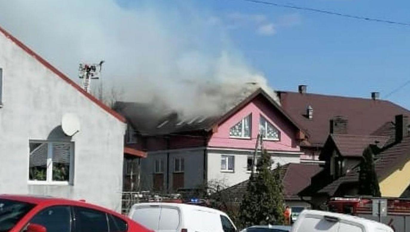 Pali się dach i nieużytkowe poddasze (fot. Karolina Kopijkowska-Harczuk / TVP3 Kielce)