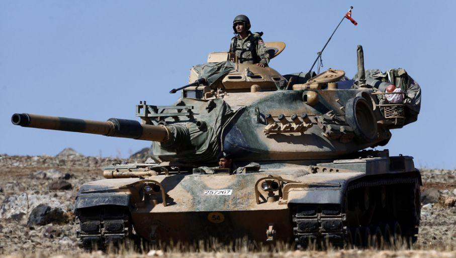 Czołgi tureckie stoją juz na granicy z Syrią (fot. PAP/EPA/SEDAT SUNA)