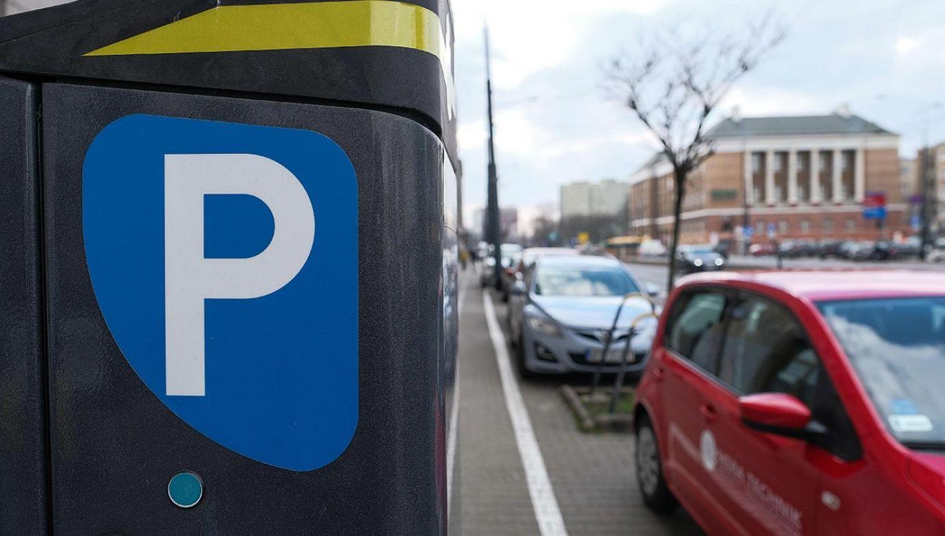 Teraz za godzinę parkowania trzeba zapłacić 7 złotych (fot. PAP/Mateusz Marek)
