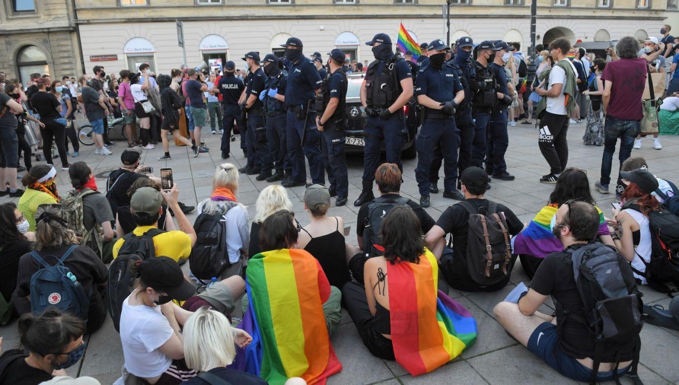 """Kwaśniewski dopytywany, czy """"poszedłby na protest w sprawie »Margot«"""", zaprzeczył (fot. PAP/Radek Pietruszka)"""