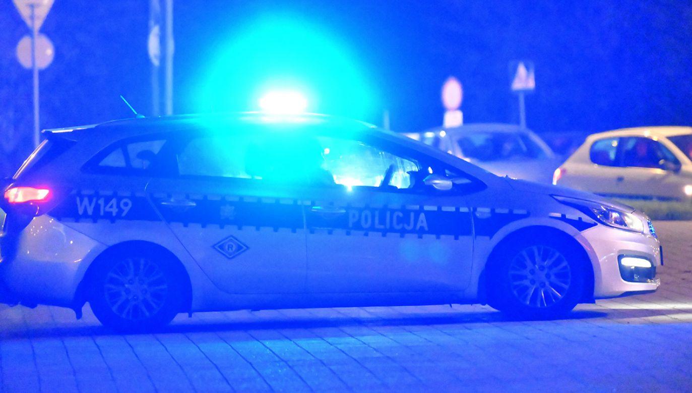 Policja wyjaśnia okoliczności zdarzenia (fot. PAP/Marcin Bielecki)