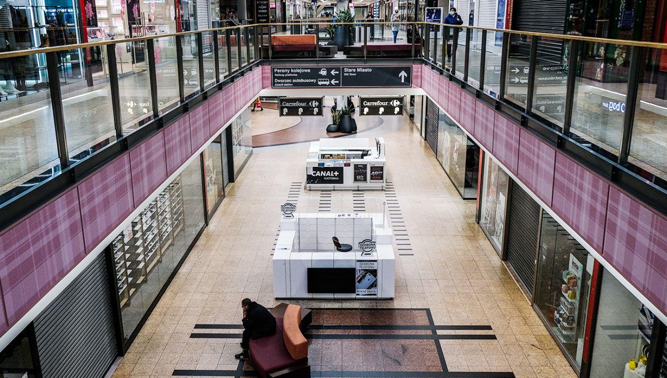 Rząd ogłosi zmiany w obostrzeniach w przyszłym tygodniu (fot. Omar Marques/SOPA Images/LightRocket via Getty Images)
