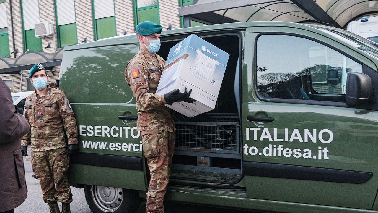 Na terenie Włoch znajduje się jedna z fabryk brytyjsko-szwedzkiego koncernu (fot. Roberto Silvino/NurPhoto via Getty Images)