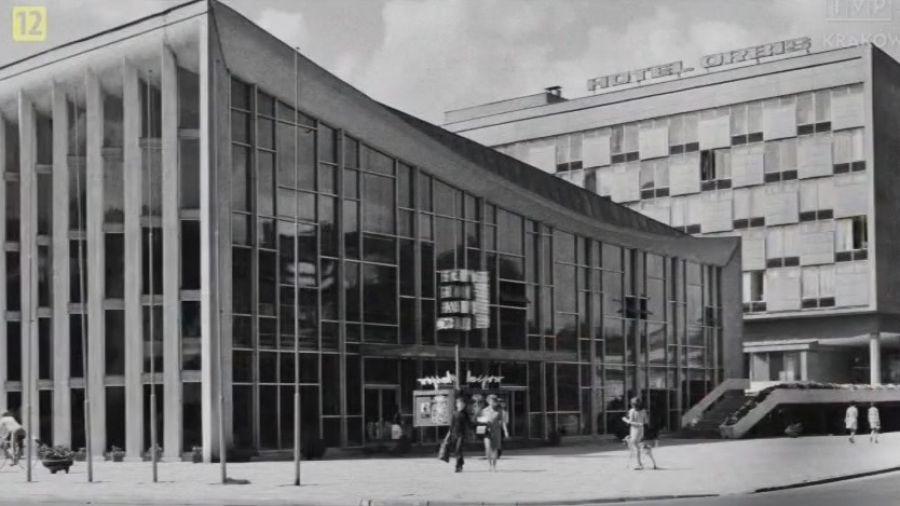 Hotel Cracovia jest wpisany do wojewódzkiego rejestru zabytków, razem ze znajdującym się obok kinem Kijów.