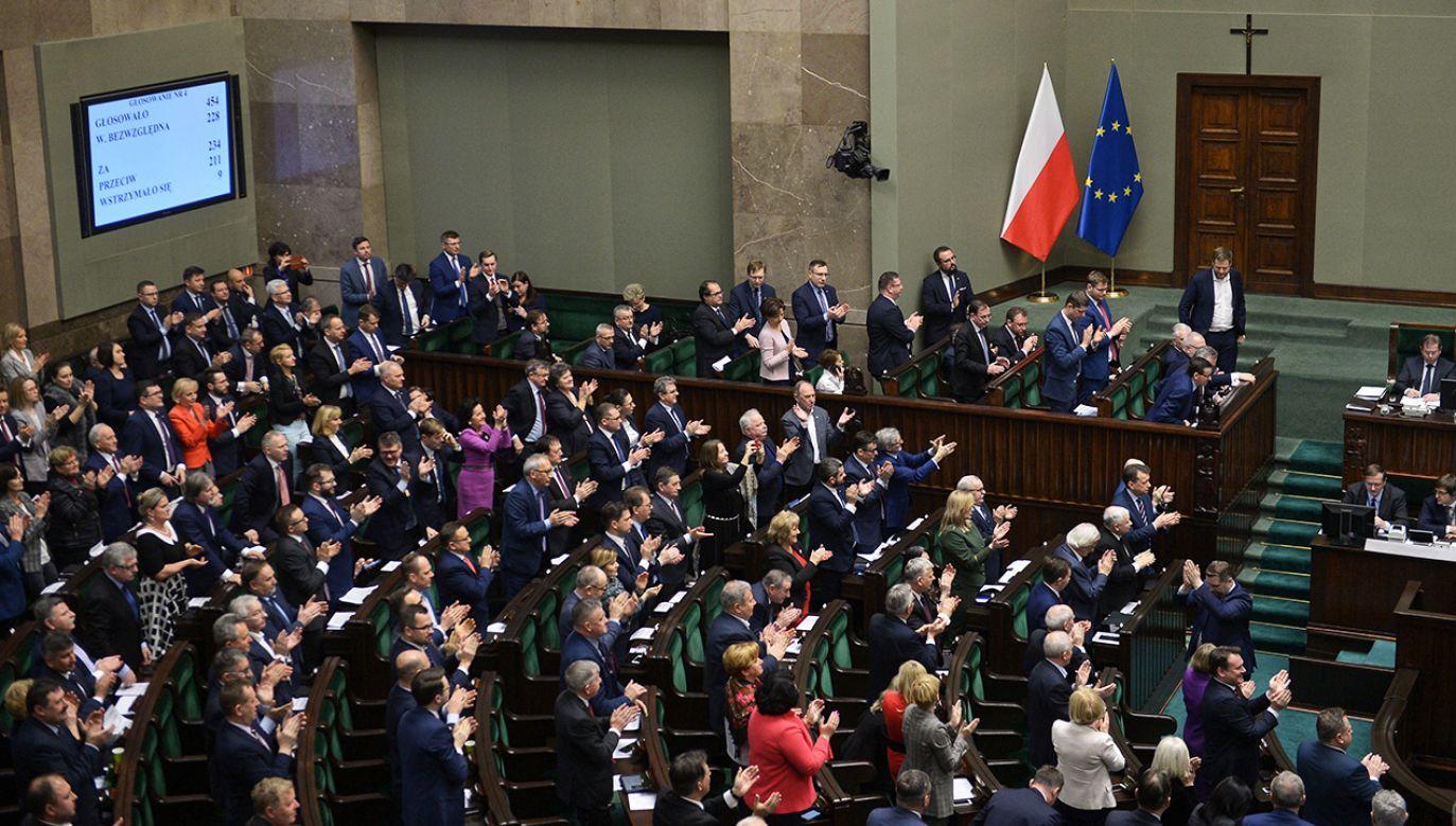 Nowela trafi do podpisu prezydenta (fot. PAP/Marcin Obara)