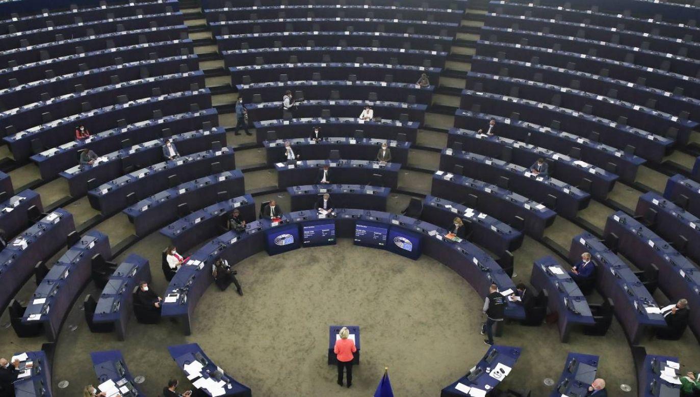 PE zajmuje się rzekomym łamaniem praworządności w Polsce (fot. PAP/EPA/YVES HERMAN / POOL)