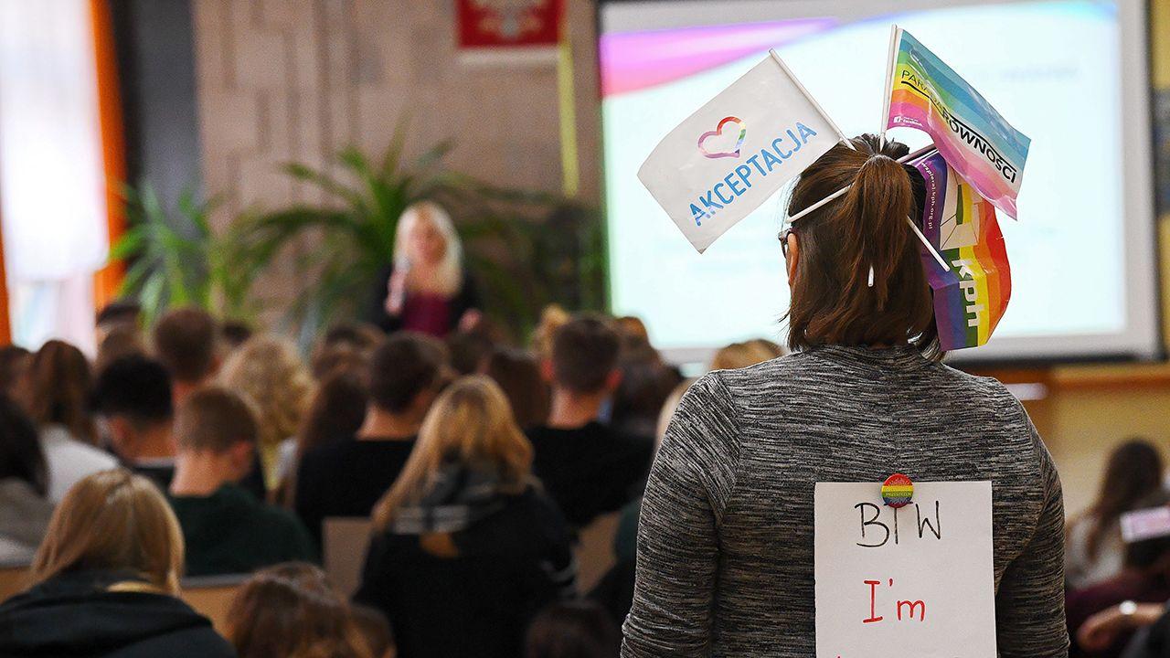 Większość Polaków sprzeciwia się promowaniu ideologii LGBT+ (fot.arch. PAP/Marcin Kmieciński)