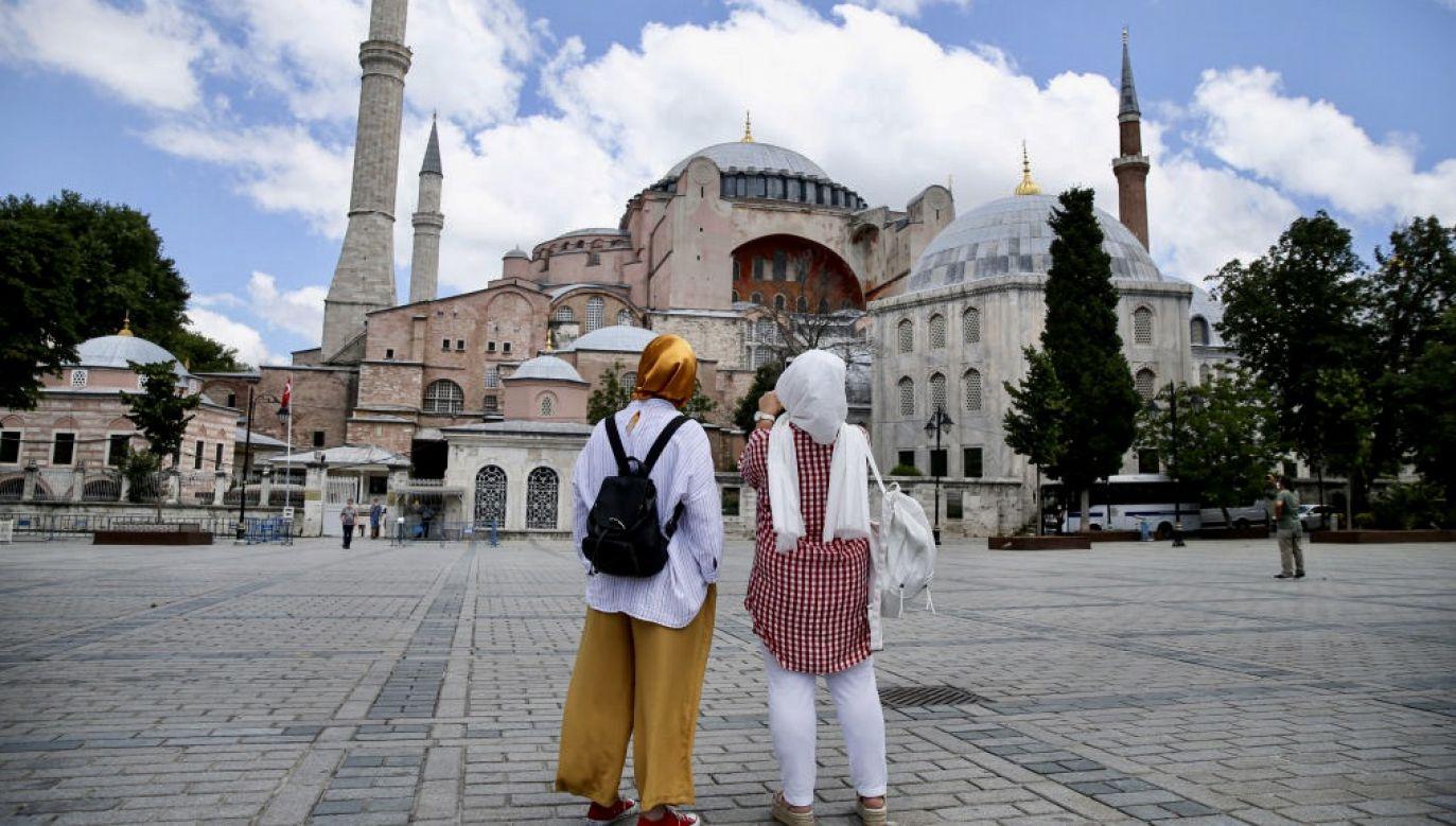 Hagia Sophia znajduje się na liście światowego dziedzictwa UNESCO i jest jednym z najczęściej odwiedzanych przez turystów miejsc w Turcji (fot. Elif Ozturk/Anadolu Agency via Getty Images)