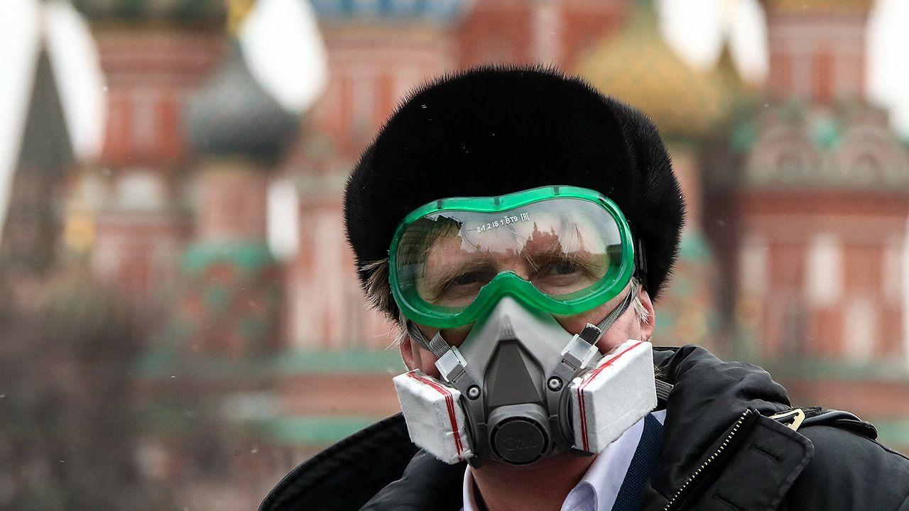 Wiedza o koronawirusie jest ograniczona ze względu na prędkość, z jaką szerzy się on w skali globalnej (fot.  Valery Sharifulin\TASS via Getty Images)