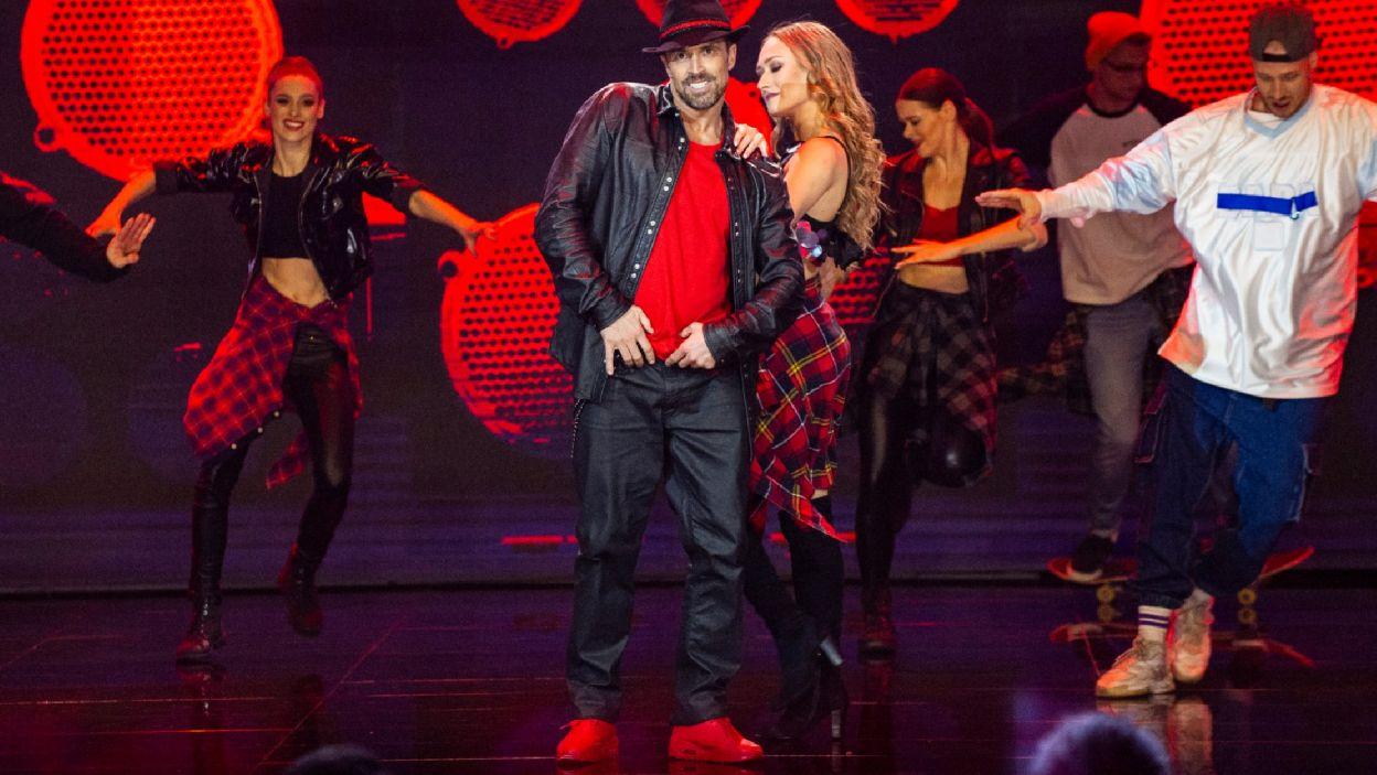"""Staszek zatańczył do utworu """"Like I Love You"""" Justina Timberlake'a. –  Widzę twój ogromny rozwój, pokorę i efekty tej pracy –  pochwalił Agustin (Natasza Mludzik/ fot. TVP)"""