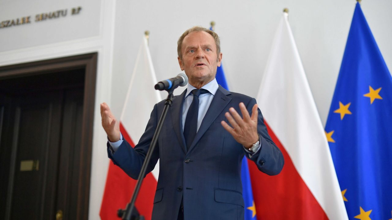 Pełniący obowiązki przewodniczącego PO Donald Tusk (fot. PAP/Marcin Obara)