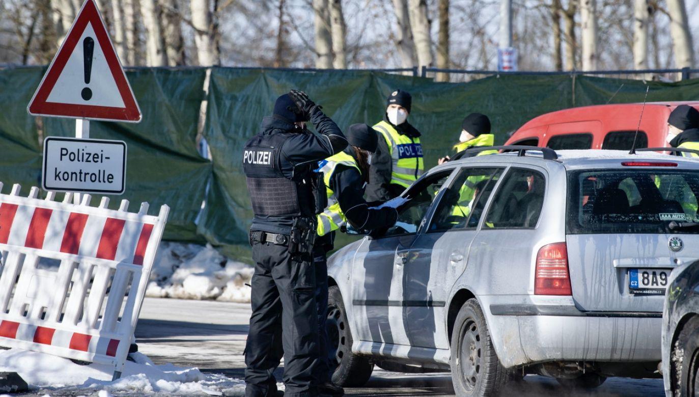 Organy ścigania skonfiskowały m.in. limuzynę, narkotyki i gotówkę (fot. PAP/EPA/L.BARTH-TUTTAS, zdjęcie ilustracyjne)