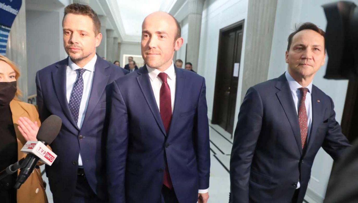 Rafał Trzaskowski, Borys Budka i Radosław Sikowski (fot. PAP/Tomasz Gzell)