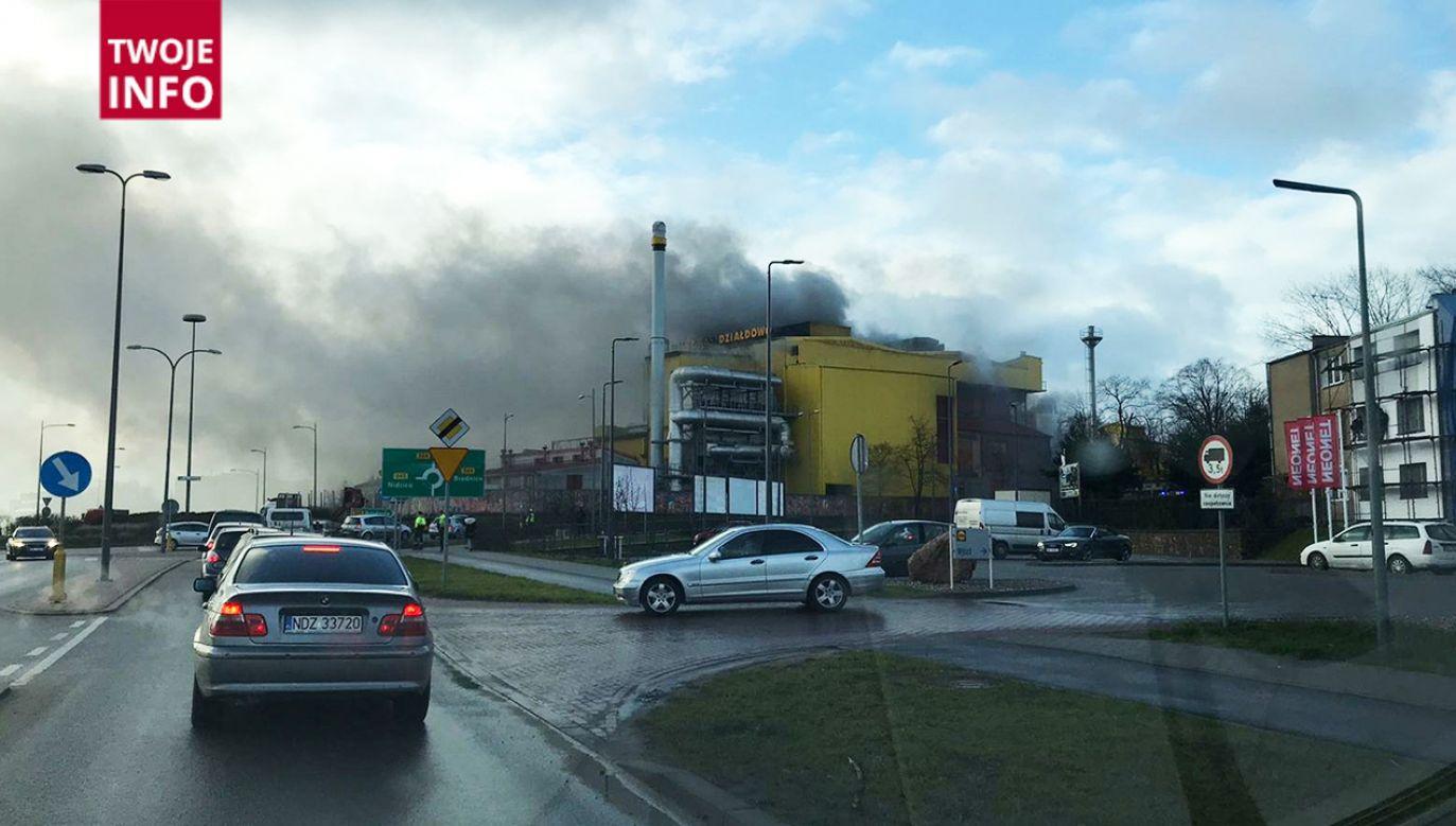 Kłęby dymu widoczne są z odległości kilku kilometrów (fot. Twoje Info)