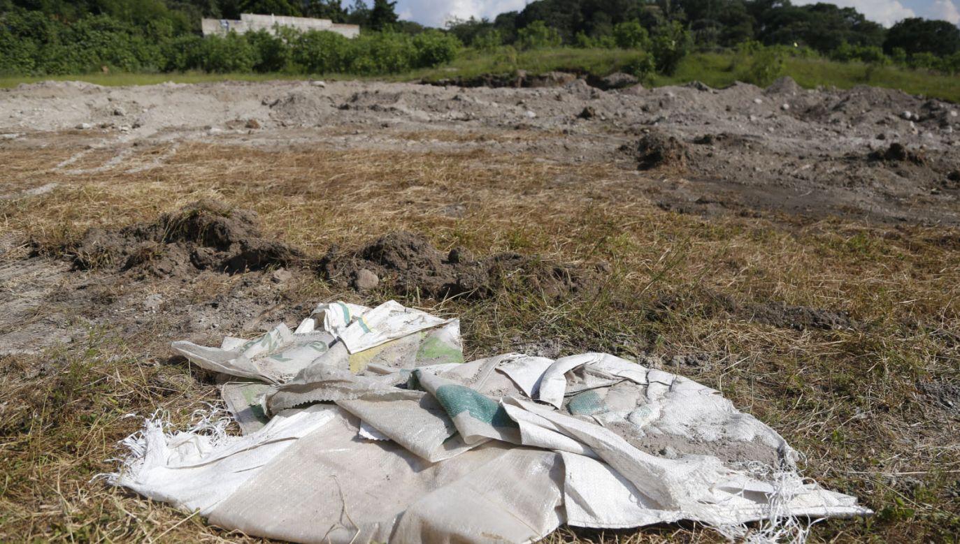 W masowym grobie spoczywały co najmniej 44 ofiary (fot. PAP/EPA/FRANCISCO GUASCO)